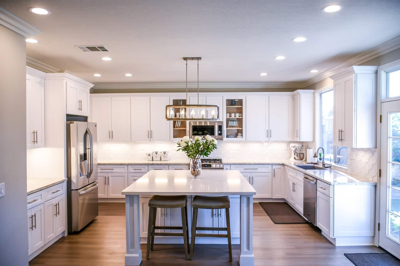 Choosing the best white wooden cabinets for your kitchen