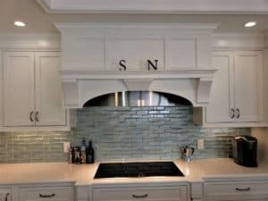 backsplash that is glass