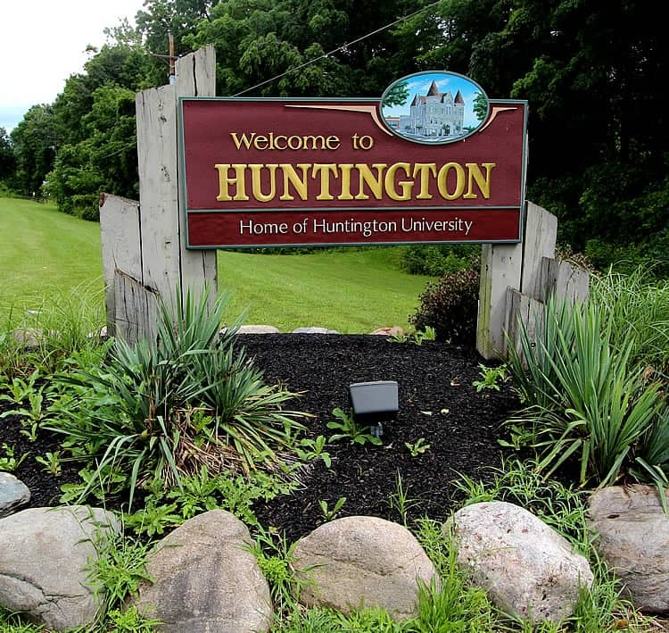 Town sign of Town of Huntington