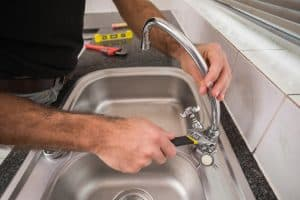 How to tighten kitchen faucet