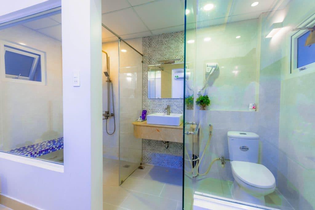 Full bath layout