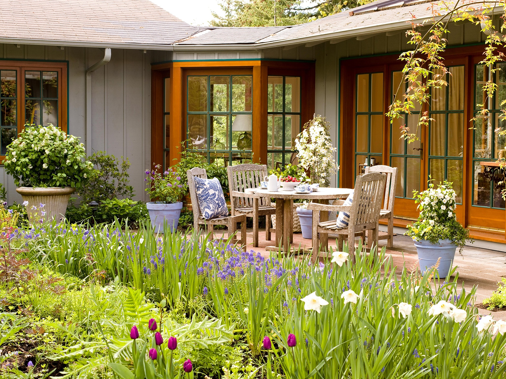 how to design a backyard